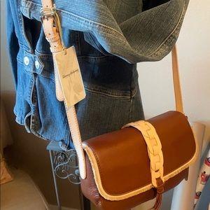 🌸Gorgeous Tommy Bahama leather bag 🌸